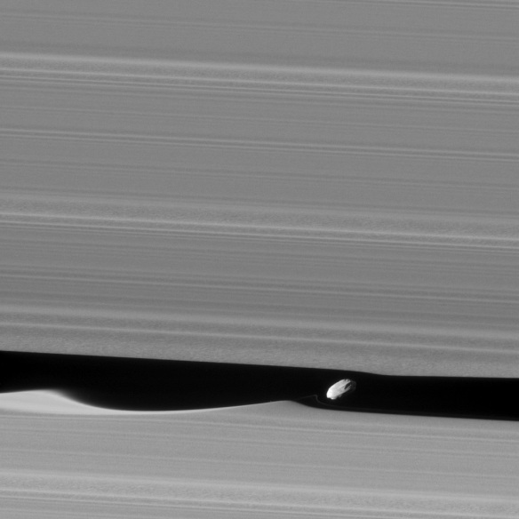Daphnis making waves - Cassini spacecraft Jan. 16, 2017 - JPL/NASA