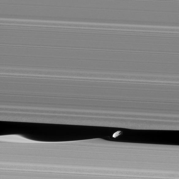 Daphnis making waves - Cassini spacecraft Jan. 16, 2017 - JPL/NASA